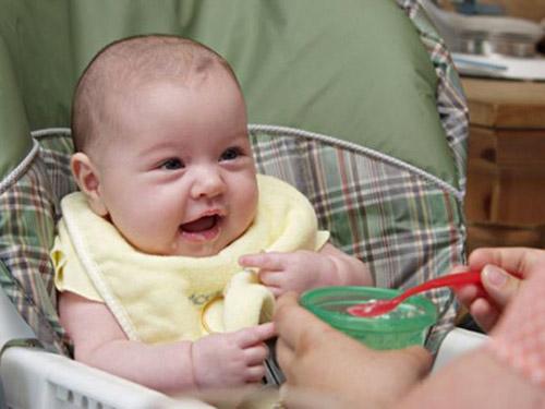 cách nấu các món bột ăn dặm cho bé 6 tháng tuổi