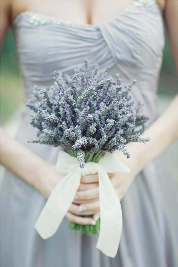 Cô dâu mệnh Thủy nên chọn hoa cưới màu gì?
