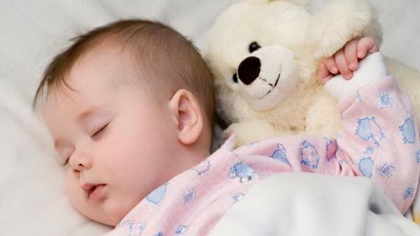 Chế độ uống sữa và các mốc phát triển của trẻ 6 tháng tuổi