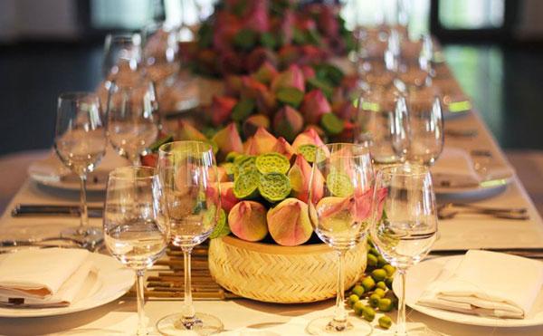 Đắm mình trong hương sen trong nhà hàng tiệc cưới tại HCM