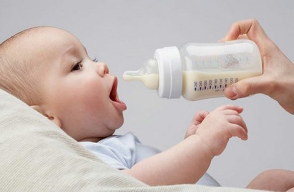 Nên cho bé uống sữa mỗi ngày