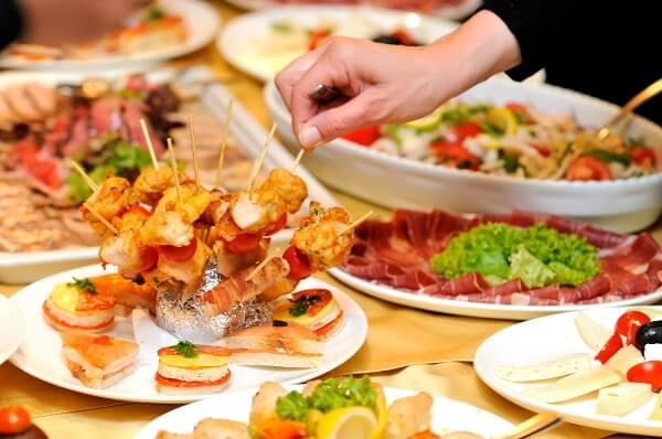 Kinh nghiệm đặt tiệc cưới để có bàn ăn mùa đông ấm áp