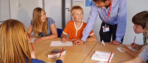 Sự khác nhau giữa dạy tiếng Anh cho người lớn và trẻ em