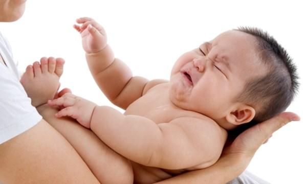 Tìm hiểu về những phản xạ từ cơ thể bé