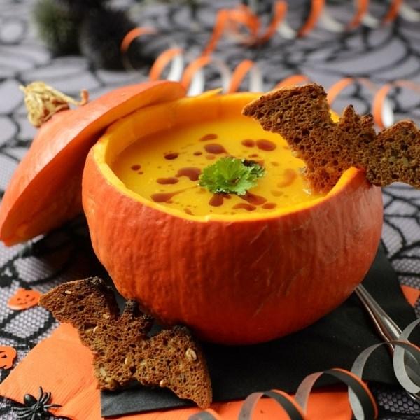 Những món ăn ngon đậm chất Halloween cho tiệc cưới thêm ấn tượng