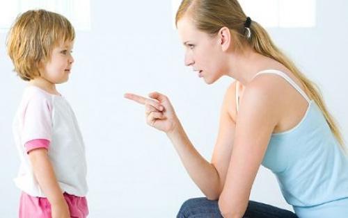 Mẹ nghiêm khắc trong cách dạy con