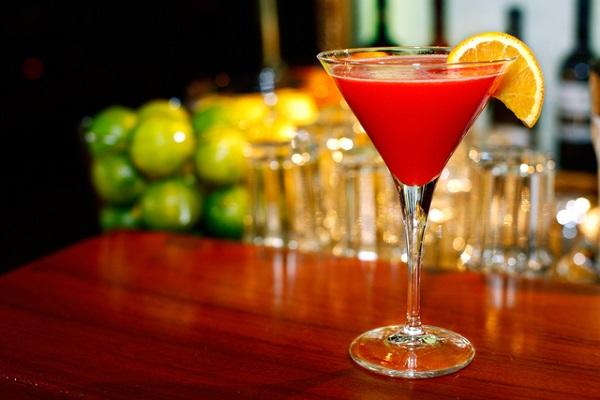 Mang đến sự tinh tế cho thực đơn tiệc cưới với ly cocktail đầy màu sắc