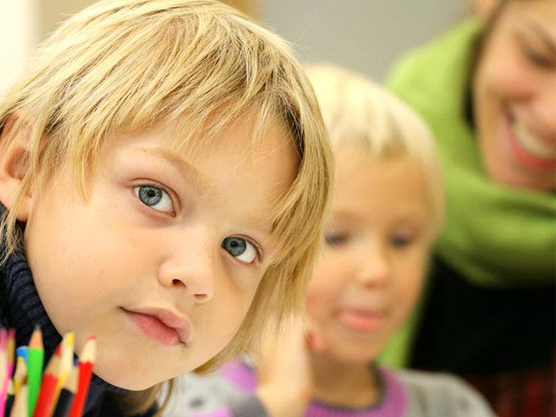 Quan sát những biểu hiện của trẻ