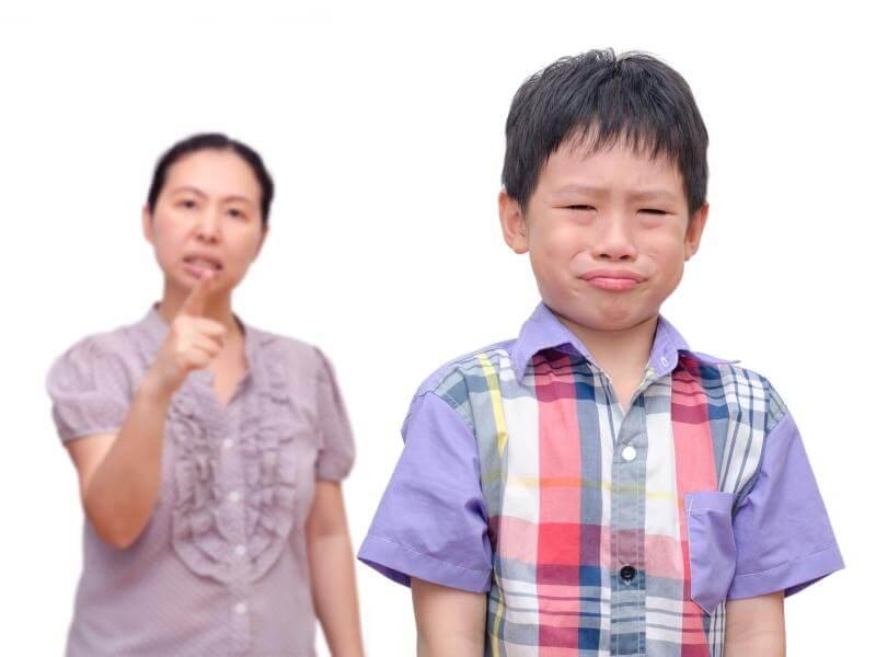 Trẻ có tính ghen tuông, phải làm thế nào?