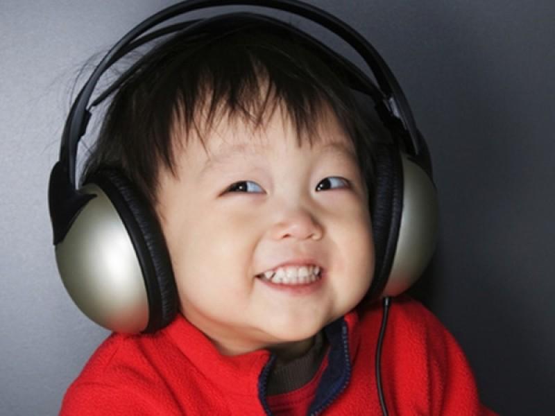 Trẻ nghe tiếng nhạc thường biểu hiện tâm trạng vui vẻ