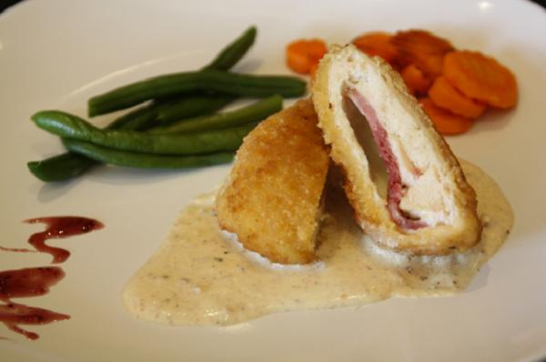 Gà Cordon Bleu – Món gà cuộn ngon trứ danh