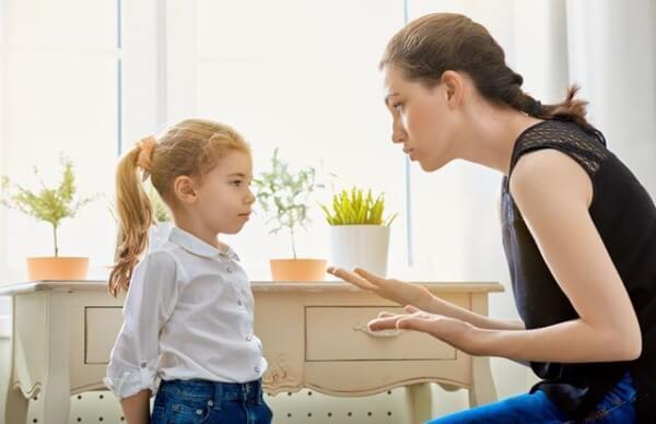Cách thưởng phạt công minh để trẻ biết vâng lời