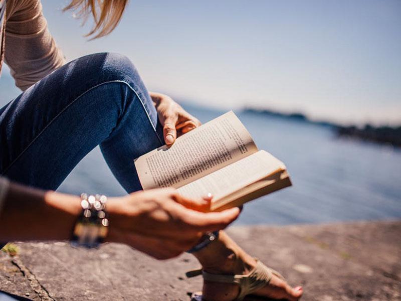 Đọc sách ngoại văn chính là phương pháp dạy tiếng Anh cho người đi làm