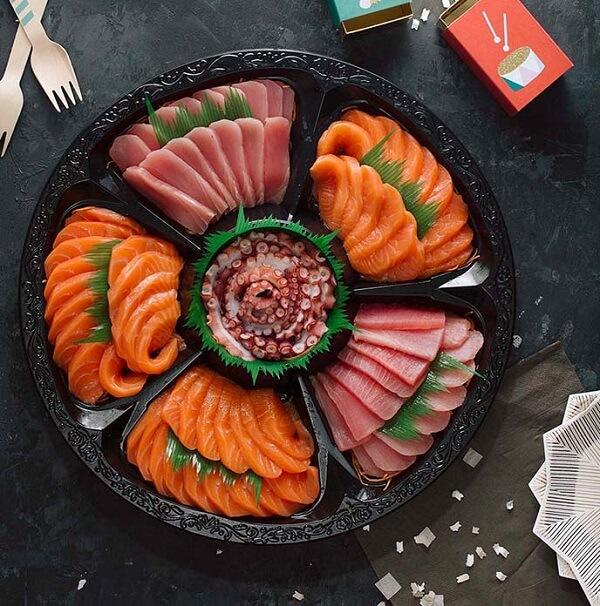 Món sashimi hấp dẫn trong tiệc cưới tại nhà hàng sang trọng
