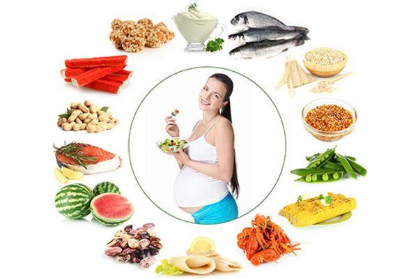 Mẹ bầu cần ăn uống đầy đủ dưỡng chất