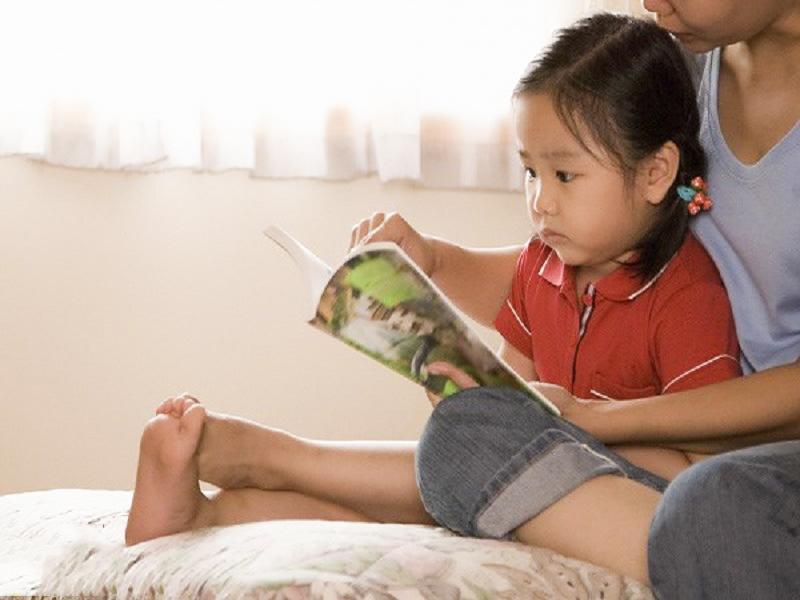cách dạy con thông minh và đọc sách cùng con giúp con thông minh
