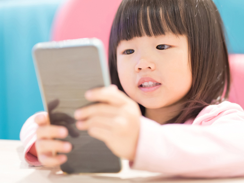 cách dạy con thông minh và hạn chế con sử dụng điện thoại